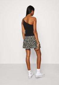 Tommy Jeans - TJW SMOCKED WAIST FLORAL SKIRT - Mini skirt - floral print - 2