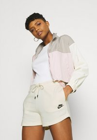 Nike Sportswear - Shorts - coconut milk/black - 3
