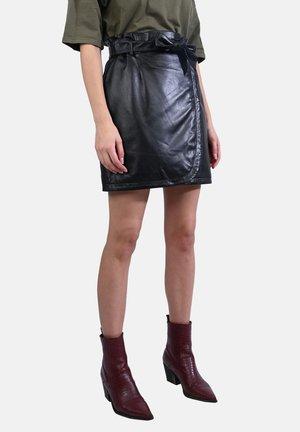 INSTAX - Kožená sukně - black