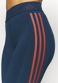 adidas Performance - TECHFIT STRIPES LONG - Medias - crew navy/crew red - 5
