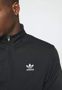 adidas Originals - ESSENTIAL UNISEX - Training jacket - black - 6