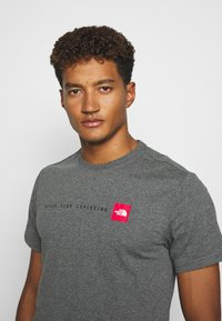The North Face - NEVER STOP EXPLORING TEE - Print T-shirt - mottled grey - 3