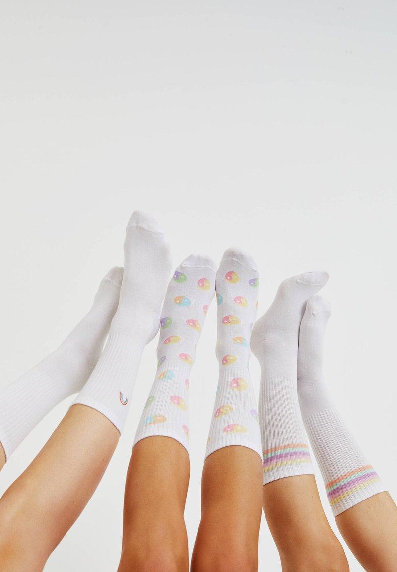 PULL&BEAR - 3 PACK  - Socks - white