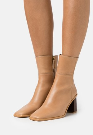 WEST - Botines - beige