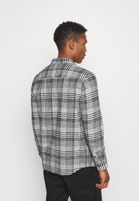 Topman - MONO CHECK SMALL SCALE - Shirt - black - 2