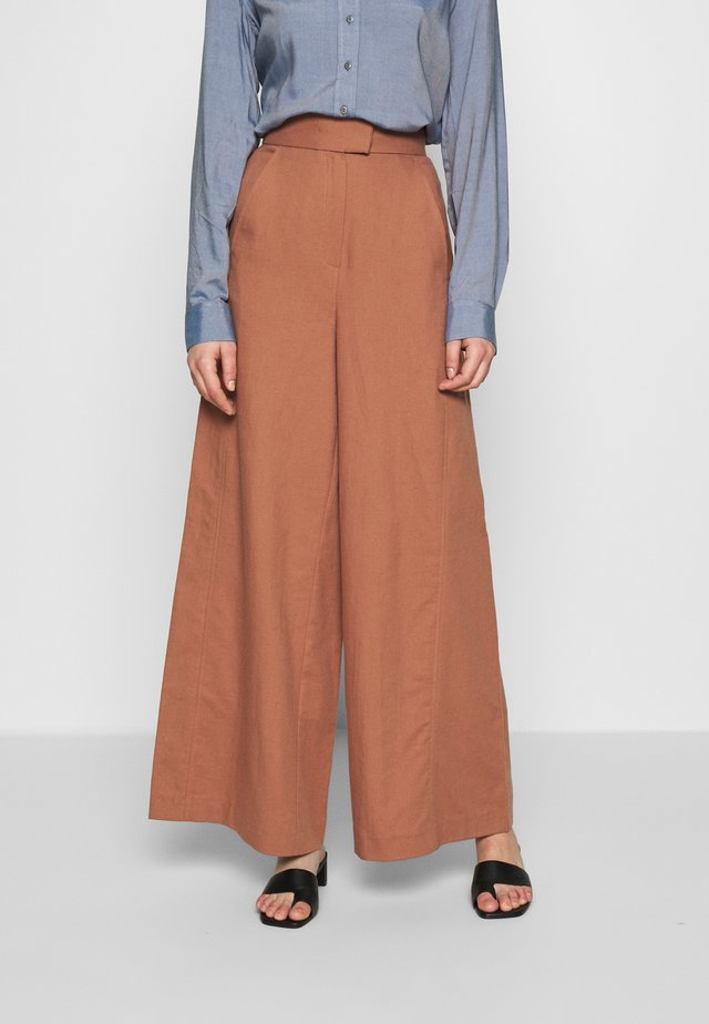 SUPER FLARED PANTS MAXI - Pantaloni - rose tan