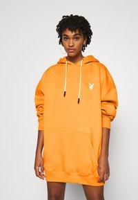Missguided - PLAYBOY REPEAT LOGO HOODY DRESS - Vestido informal - orange - 2