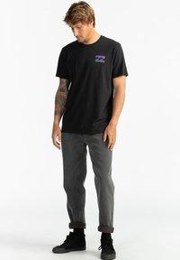 Billabong - WARCHILD  - Print T-shirt - black - 1