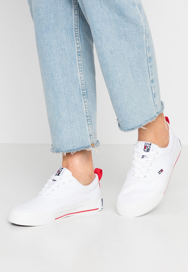 Tommy Jeans - LOWCUT ESSENTIAL - Tenisky - white