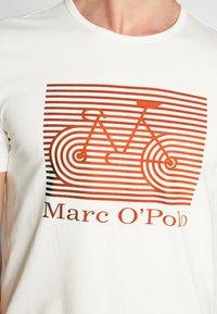 Marc O'Polo - SHORT SLEEVE ROUND NECK - Triko spotiskem - egg white - 5