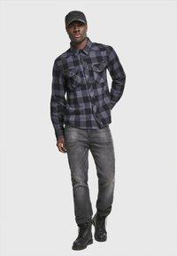 Brandit - HERREN CHECKSHIRT - Camicia - black/charcoal - 1
