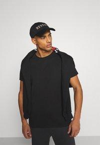 YOURTURN - UNISEX SET - Shorts - black - 6