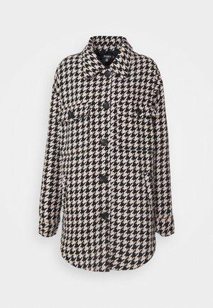 HOUNDSTOOTH SHACKET - Short coat - brown
