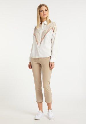 Košile - weiß beige kamel