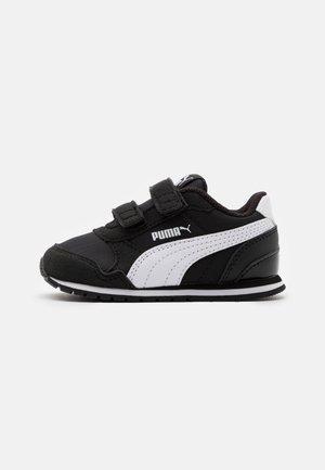 RUNNER - Sneakers laag - black/white