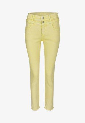 'ORNELLA BUTTON MOON'  - Slim fit jeans - gelb