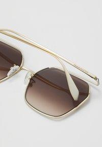 Alexander McQueen - SUNGLASS WOMAN  - Lunettes de soleil - gold-coloured/brown - 2