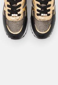 Liu Jo Jeans - Trainers - black/gold - 5