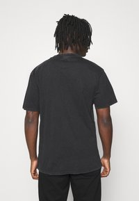 Karl Kani - SMALL SIGNATURE WASHED TEE UNISEX  - T-shirt con stampa - black - 2
