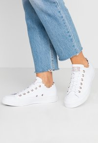 Converse - CHUCK TAYLOR ALL STAR - Sneakersy niskie - white - 0