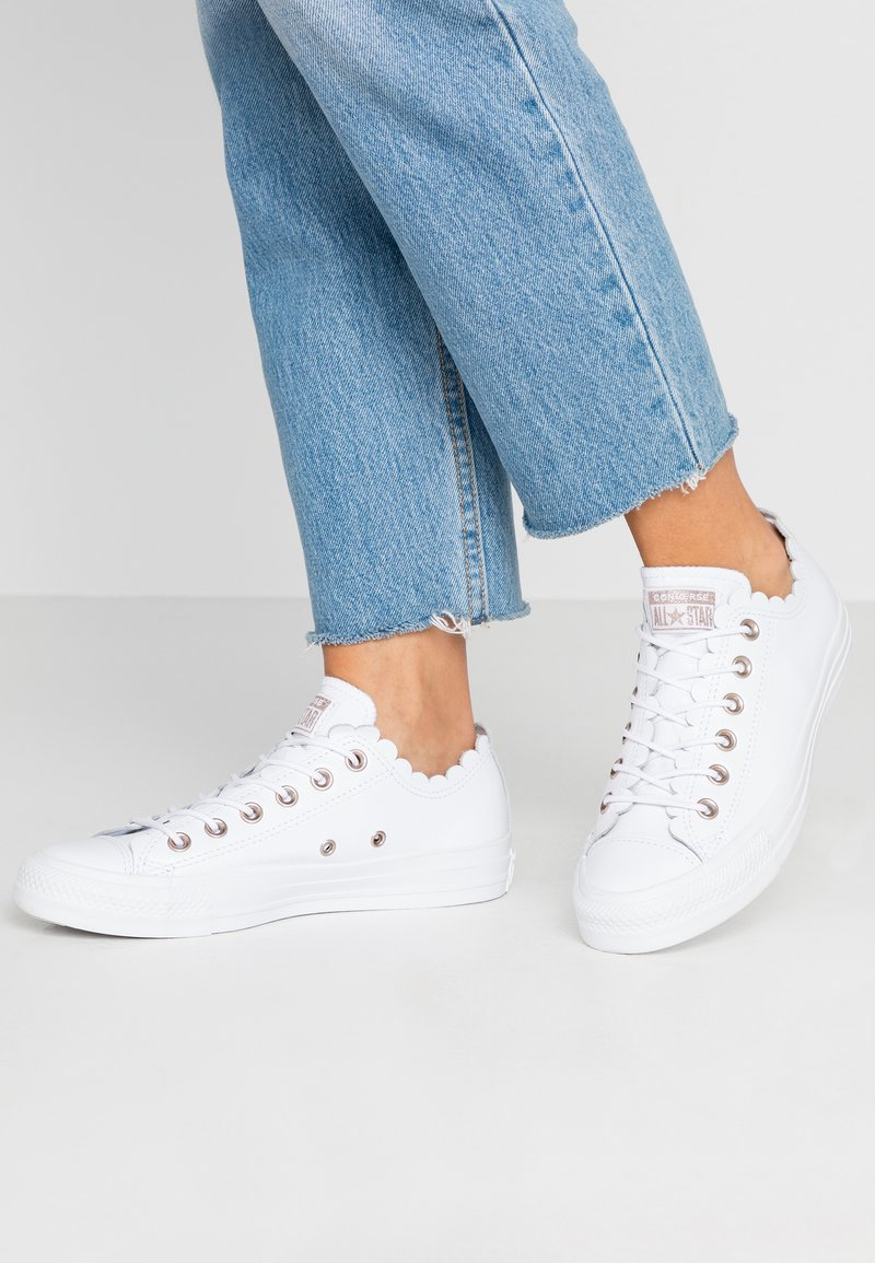 Converse - CHUCK TAYLOR ALL STAR - Sneakersy niskie - white