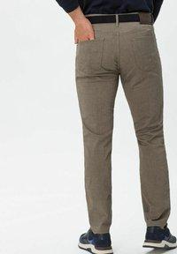 BRAX - CHUCK - Trousers - beige - 2