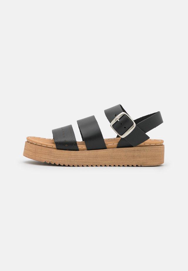 DIKY - Sandalen met plateauzool - black