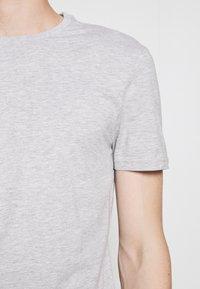 Pier One - 5 PACK - Basic T-shirt - black/dark blue - 6