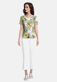 Betty Barclay - Print T-shirt - white/green - 1