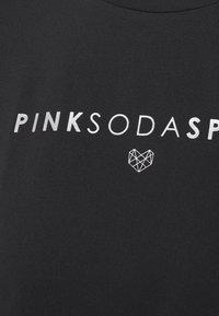 Pink Soda - AVE FITNESS - Printtipaita - black/silver - 6