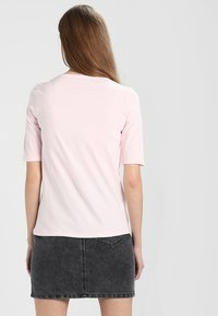 Lacoste - Basic T-shirt - flamant - 2