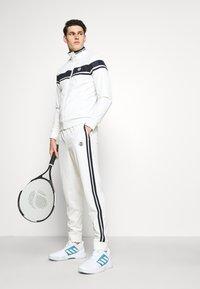 Sergio Tacchini - TRACK PANTS YOUNGLINE - Teplákové kalhoty - blanc de blanc/night sky - 4