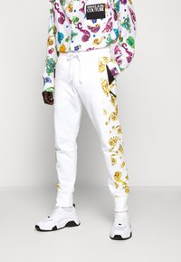 Versace Jeans Couture - JOGGERS GIOIELLI SIDE STRIPE - Tracksuit bottoms - white - 0