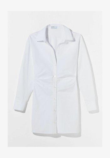 MIT RAFFUNGEN - Shirt dress - white