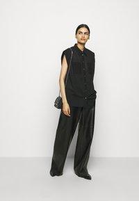 3.1 Phillip Lim - CAP SLEEVE BLOUSE - Button-down blouse - black - 1