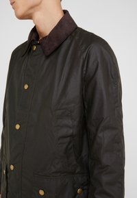 Barbour - ASHBY WAX JACKET - Leichte Jacke - olive - 4