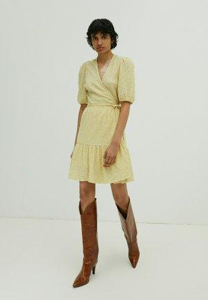 Jumper dress - gelb