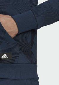 adidas Originals - FI Graphic PO BD MUST HAVES SPORTS RELAXED SWEATSHIRT HOODIE - Luvtröja - blue - 5