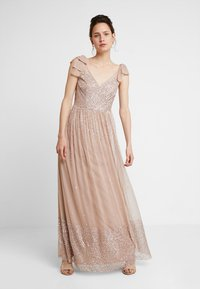 Maya Deluxe - SCATTER EMBELLISHED MAXIDRESS WITH BOW SHOULDER DETAIL - Ballkjole - taupe blush - 0