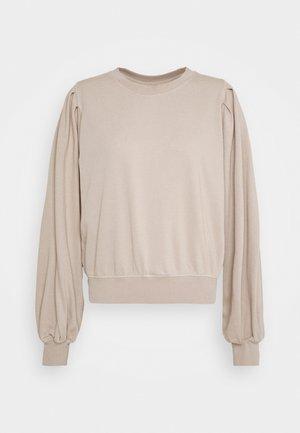 PENNY PLEAT SHOULDER CREW - Sweatshirt - light brown