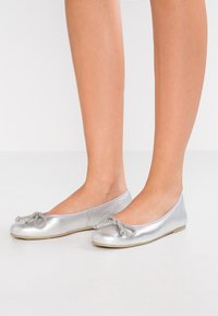 Pretty Ballerinas - AMI   - Ballet pumps - plata - 0