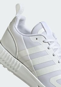 adidas Originals - SMOOTH RUNNER SHOES - Trainers - white - 6