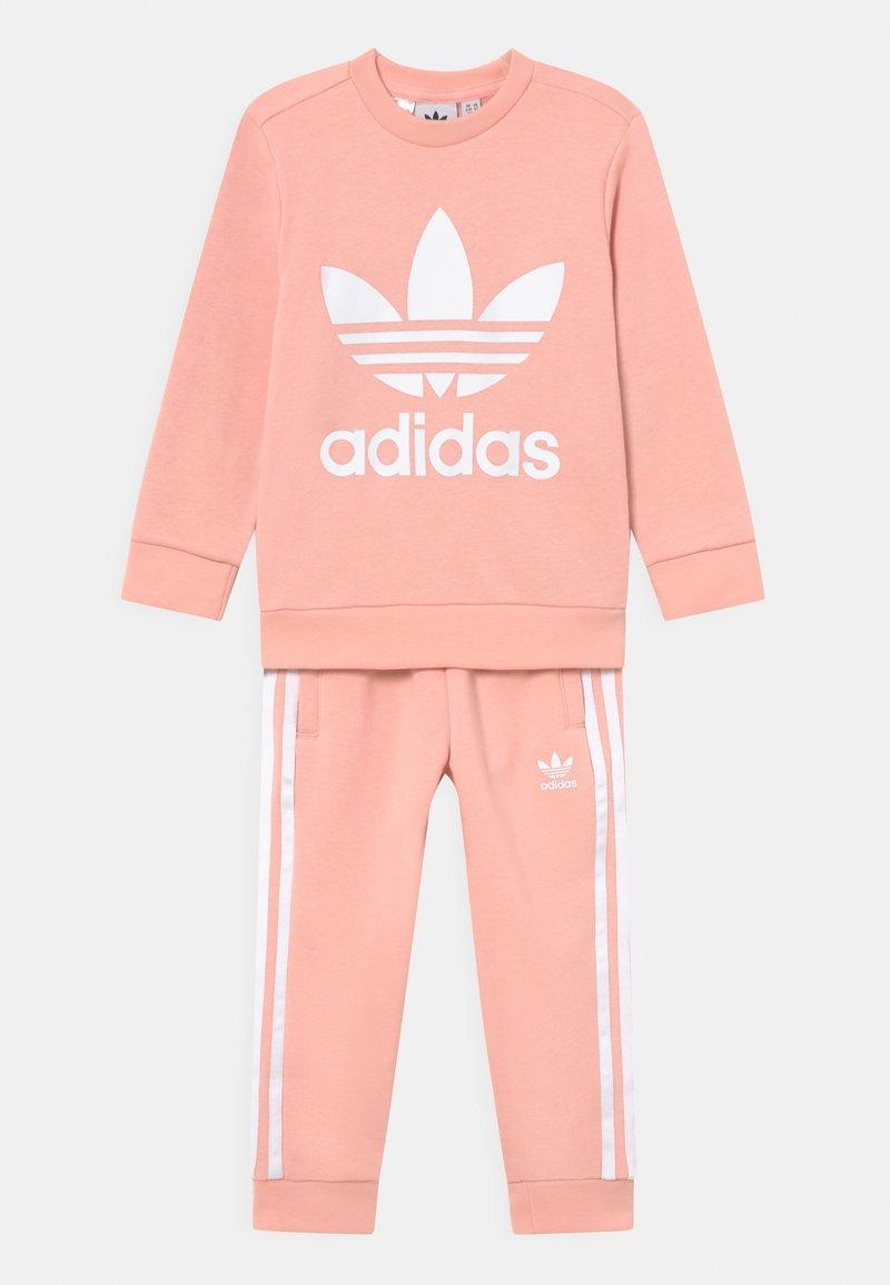adidas Originals - CREW SET UNISEX - Verryttelypuku - haze coral/white