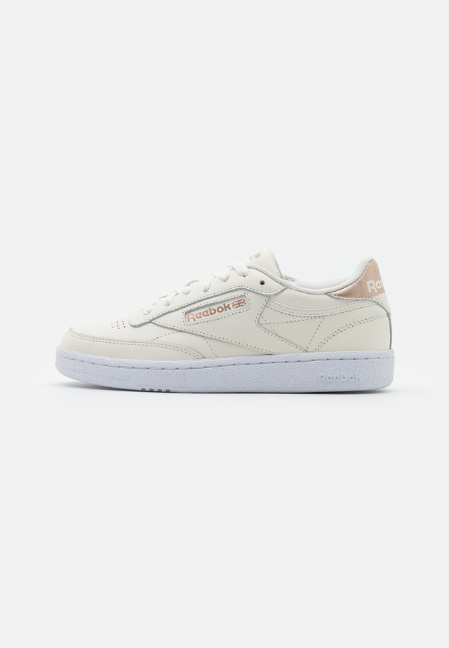 CLUB C 85 - Matalavartiset tennarit - chalk/golden bronze/footwear white
