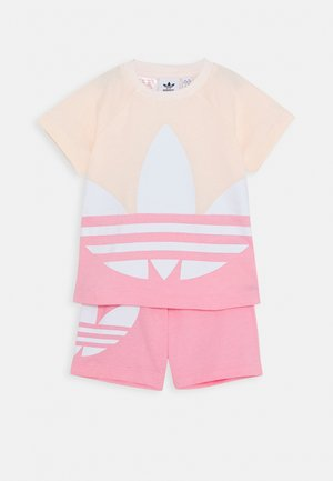 BIG TREFOIL SET - Szorty - pink tint/light pink/white
