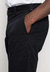 Tommy Hilfiger - CORE STRAIGHT FLEX - Chino kalhoty - blue - 4