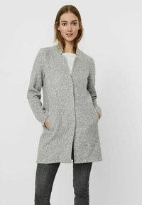 Vero Moda - Abrigo corto - light grey melange - 0