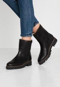Panama Jack - TAYLA - Zimní obuv - black - 0