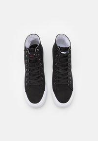 Tommy Jeans - MID CUT LONG LACE UP - Vysoké tenisky - black - 3