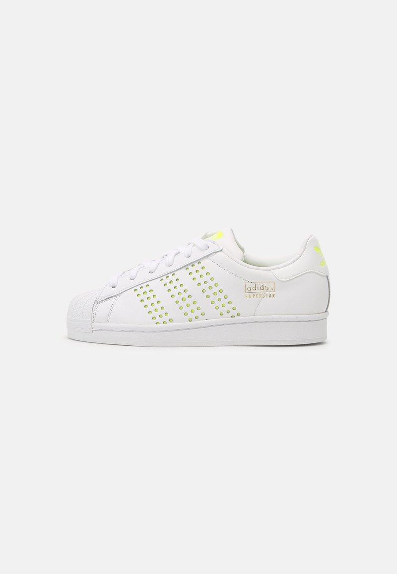 adidas Originals - SUPERSTAR UNISEX - Sneakers basse - white/solar yellow/gold metallic